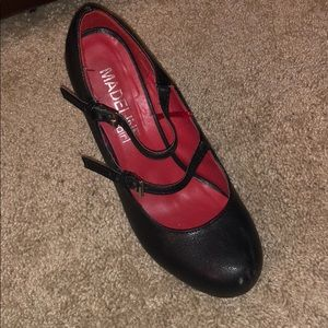 Size 6 Mary Jane pumps